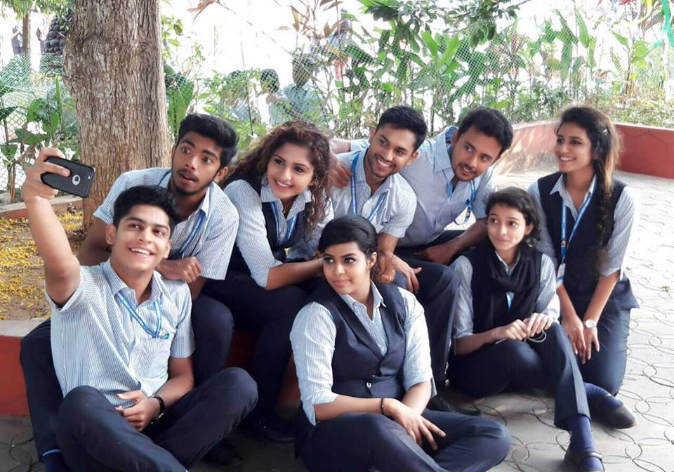 Oru Adaar Love Movies Images Priya Prakash Varrier